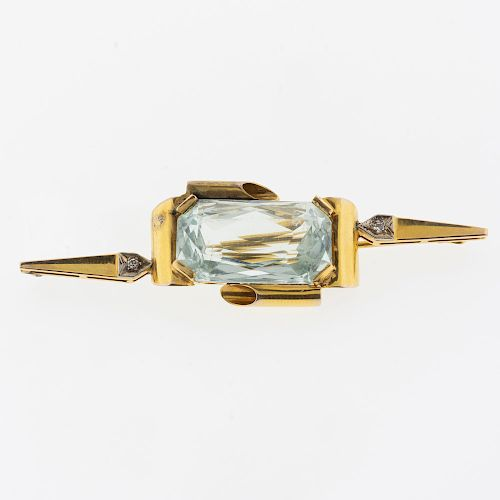 Prendedor con Aguamarina y Diamantes en Oro Amarillo de 14K  Alfiler y gancho. Peso: 16.2 g. Tamaño: 8.0 x 2.2 cm