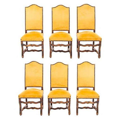 Lote de 6 sillas. Francia. Siglo XX. En talla de madera de roble. Con respaldos cerrados y asientos acojinados en tapicería amarilla.