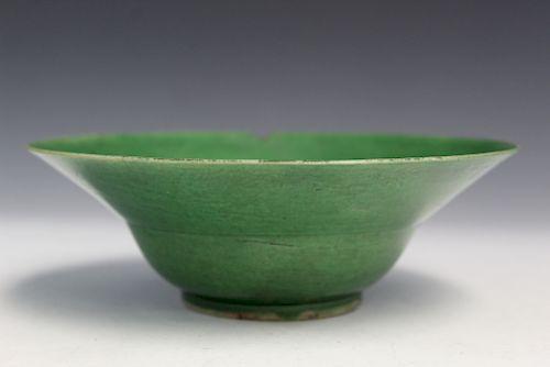 Chinese green glaze porcelan bowl. Kangxi period.