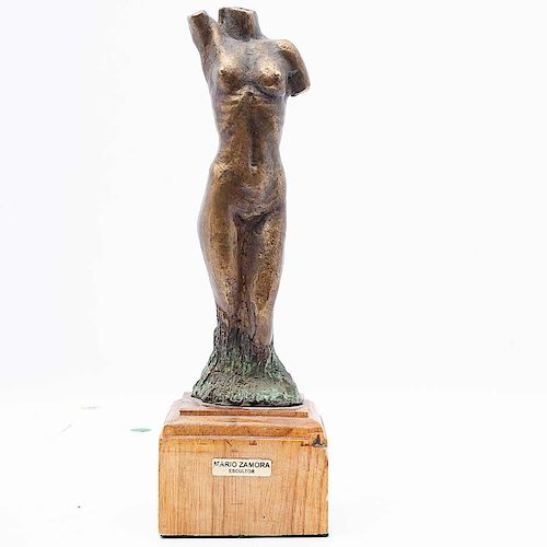 Mario Zamora Alcántara. Desnudo de mujer. Fundición en bronce patinado, con base de madera. Con placa del artista.