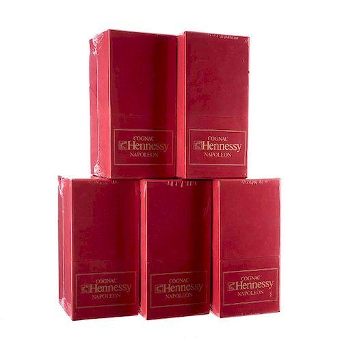 Hennessy Napoléon. Red book edition. Silver top. Cognac. Francia. En estuche. Piezas: 5.