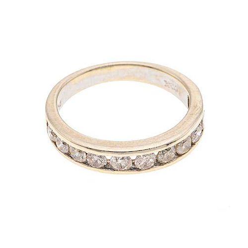 Media churumbela con diamantes en oro blanco de 10k. 11 diamantes corte 8 x 8. Talla: 7. Peso: 3.1 g.
