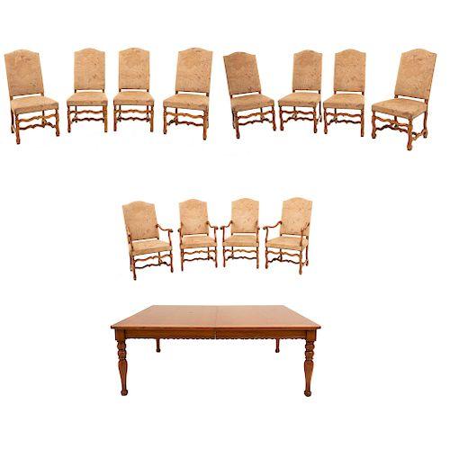 Comedor. Siglo XX. Elaborado en madera tallada. Mesa de la firma Alfonso Marina. Consta de: 8 sillas, 4 sillones y mesa.Pzs:13