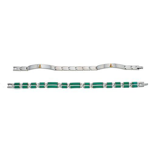 Dos pulseras en acero con polímero en color verde. Peso: 48.8 g.