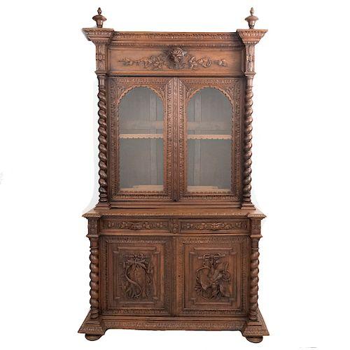 Buffet. Francia. Siglo XX. Estilo Enrique II. En talla de madera roble. Con 2 cajones y 4 puertas abatibles. 255 x 139 x 61 cm.