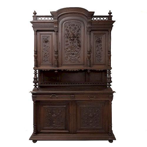 Buffet. Francia. Siglo XX. Estilo Enrique II. En talla de madera nogal. A 2 cuerpos. Con 2 cajones y 5 puertas. 256 x 160 x 56 cm.