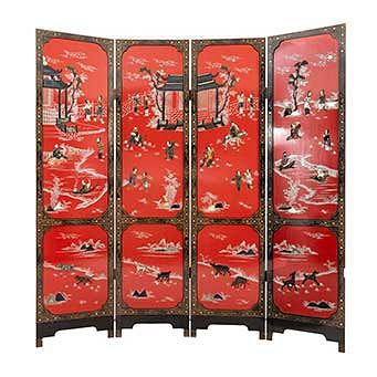 Biombo. Origen oriental. Siglo XX. En talla de madera barnizada. A 4 hojas. Decorado con escenas orientales. 182 x 186 x 2 cm.