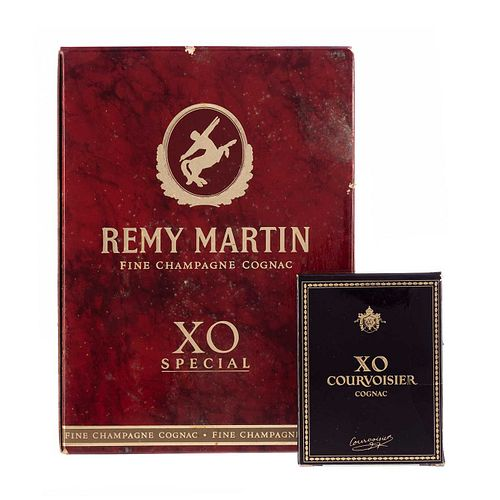 Lote de Cognac.a) Courvoisier. X.O. Cognac. Francia. Presentación de 50 ml. b) Rémy Martin. X...