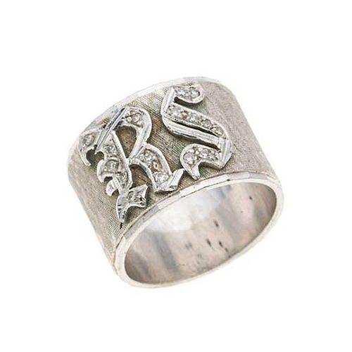 Argolla con diamantes en plata paladio. 15 diamantes corte 8 x 8. Talla: 6. Peso: 10.1 g.