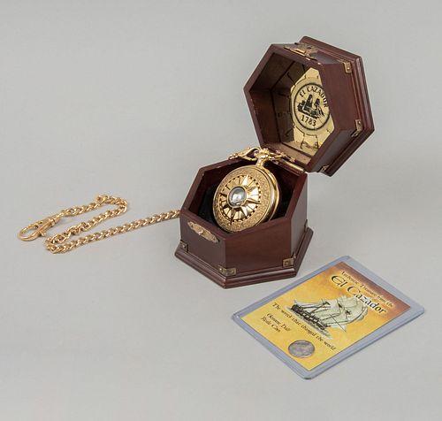 Reloj de bolsillo y moneda de El Cazador. Consta de: Reloj en caja de latón dorado, mecánismo de cuarzo e índices arábigos. Pz: 2