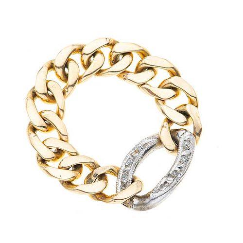Argolla con diamantes en oro amarillo y blanco de 14k. 8 diamantes corte 8 x 8. Talla: 10. Peso: 6.8 g.