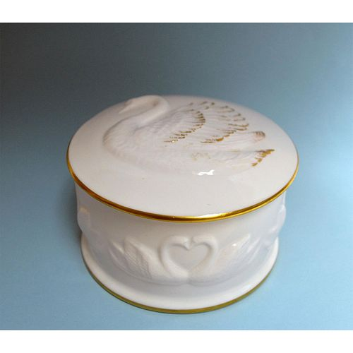 BOEHM PORCELAIN SWAN COVERED BOX
