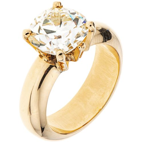 SOLITAIRE DIAMOND RING. 18K YELLOW GOLD
