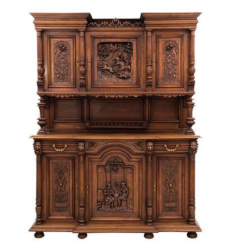 Buffet. Francia. Siglo XX. Estilo Enrique II. En talla de madera de nogal. A 2 cuerpos, con 3 puertas superiores, 2 cajones.