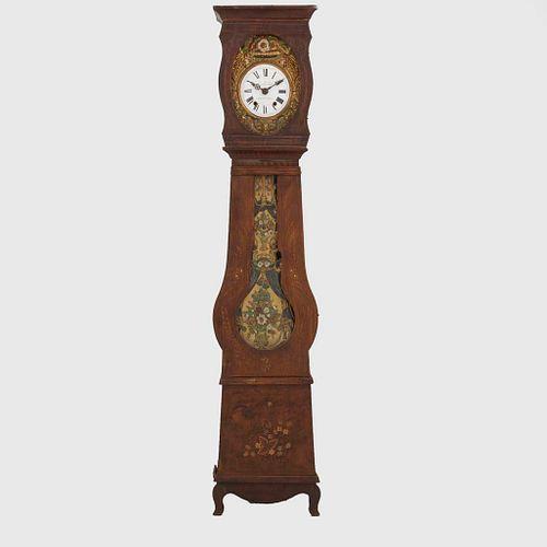 Reloj Grandfather. Francia. Siglo XX. Estilo Luis Felipe. En talla de madera de roble. Mecanismo de cuerda y péndulo.