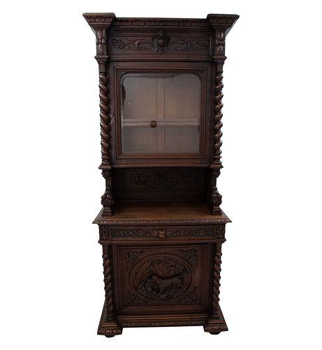 Buffet. Francia. Siglo XX. En talla de madera de roble. Con puerta de cristal, cajón, columnas entorchadas y soporte tipo zócalo.
