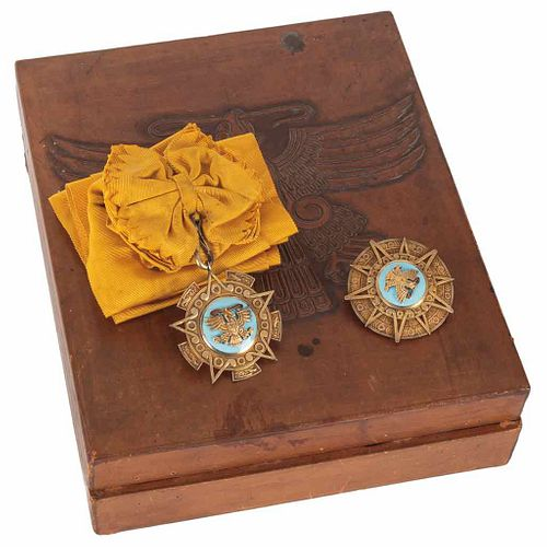 Secretaría de Relaciones Exteriores. Orden Mexicana del Águila Azteca. First Class Sash. Golden silver. Pieces:2. in case