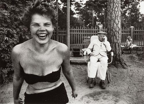 WILLIAM KLEIN (* 1928) Bikini, Moscow 1959