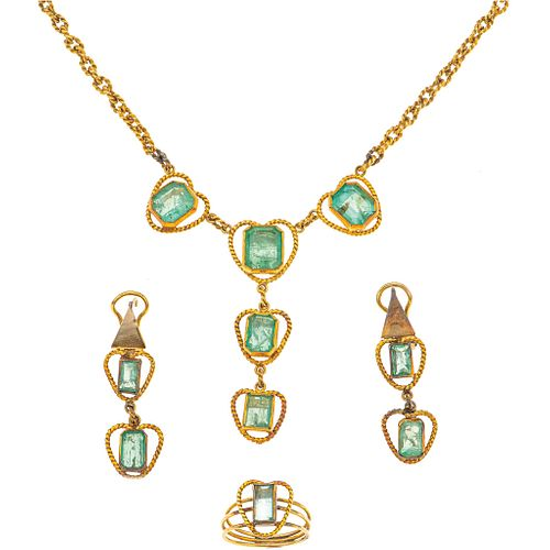 CHOKER, RING AND EARRINGS SET WITH EMERALDS. 10K AND 14K YELLOW GOLD