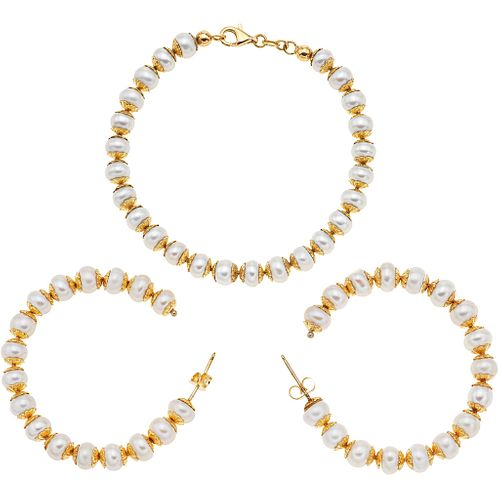 WRISTBAND AND EARRINGS SET WITH CULTURED PEARLS. 14K YELLOW GOLD