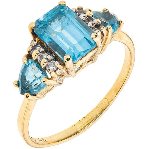 TOPAZ AND DIAMONDS RING. 14K YELLOW GOLD
