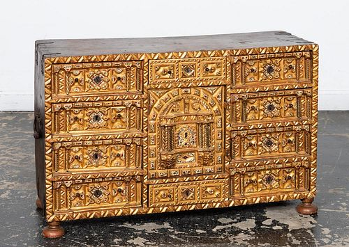 17TH C. GILT WALNUT SPANISH VARGUENO CABINET