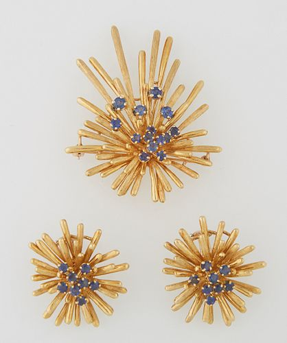 Three Piece 18K Yellow Gold Brooch and Earrings Starburst Set, 20th c., the center of the brooch with a round sapphire mounted five ...