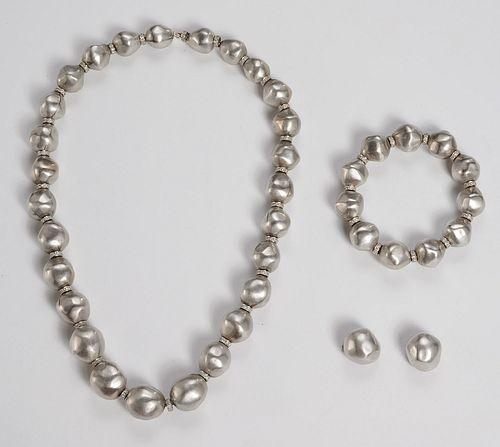 Amazing 18k white gold, diamond jewelry suite