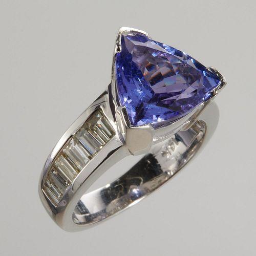 14k white gold, tanzanite & diamond ring