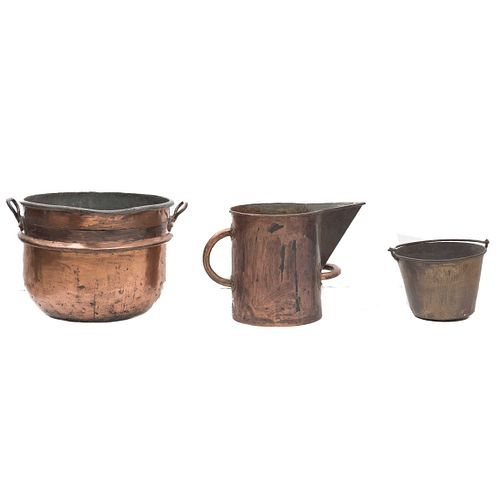 """Lot of pitcher, bucket, and pot. Mexico. 20th century. Made in copper. 15.7 x 23.2 x 22.4"""" (40 x 59 x 57 cm)"""