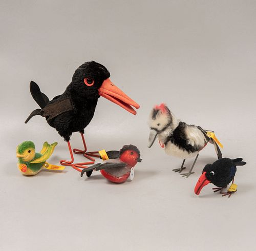 Lot of 5 toy birds. Germany. 20th century. Steiff. Plush toys. With brand label.