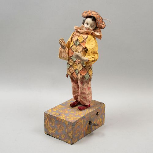 Clown. 20th century. Made in resin and paste. Includes musical box base. Out of order.