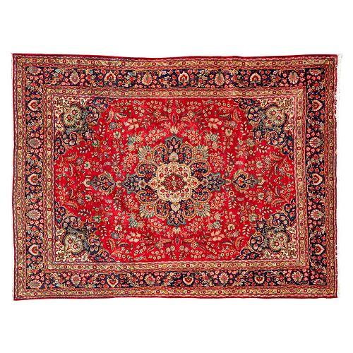 Tapete. Persia, siglo XX. Estilo Mashad. Anudada a mano en fibras de lana y algodón. Con más de 9000 nudos por metro cuadrado.