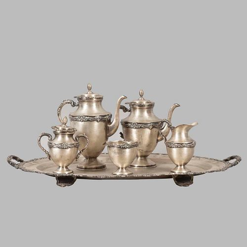 Juego de té y café. México. Siglo XX. Elaborado en plata Sterling .925 Ley. Consta de: tetera, cafetera, otros. Peso: 6869 g.