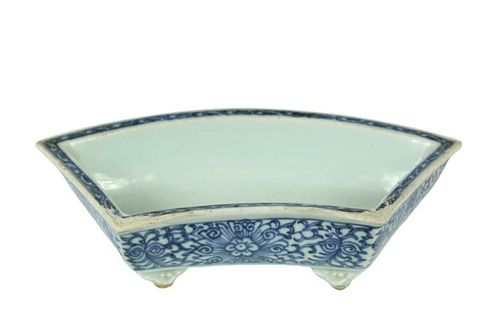 Chinese Blue and White Porcelain Footed Dish