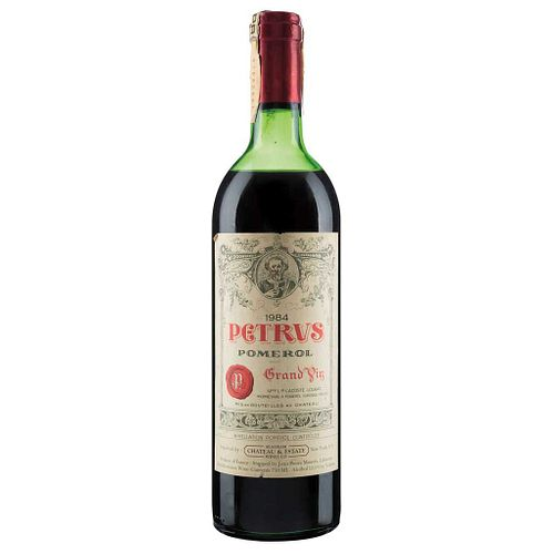 Petrus. Cosecha 1984. Grand Vin. Pomerol. Nivel: en el hombro superior. Calificación: 87 / 100.
