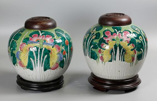 pair of Chinese porcelain jars, possibly 19th c.