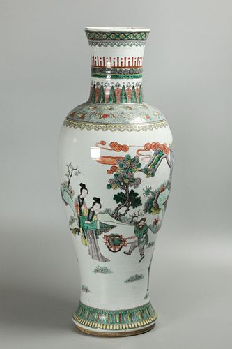 Chinese porcelain vase, possibly Qing dynasty