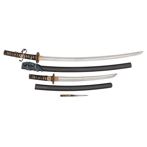 A Matching Pair of Japanese Samurai Swords (Daisho) Wakashi Signed Izumi (no) Kami Fujiwara Kunisada