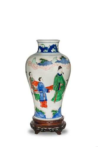 Chinese Wucai Vase, 17th Century