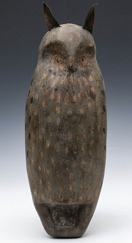 AN EARLY 20TH C. FOLK ART SPOOK OWL IN ORIGINAL PAINT