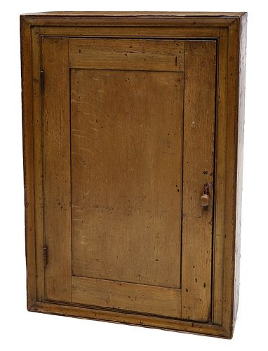 A GOOD 19TH C. GRAIN PAINTED ONE DOOR HANGING CABINET