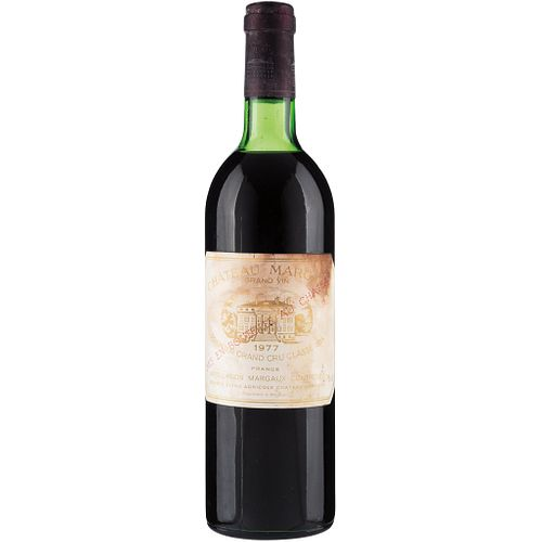 Château Margaux. Cosecha 1977. Grand Vin.  Premier Grand Cru Classé. Margaux. Nivel: en la mitad del hombro.<R...