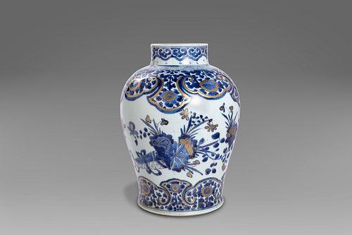 Blue and white porcelain vase, 20th century China