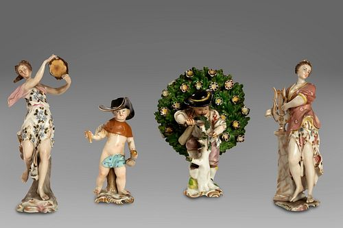 Lot consisting of 4 porcelain figurines
