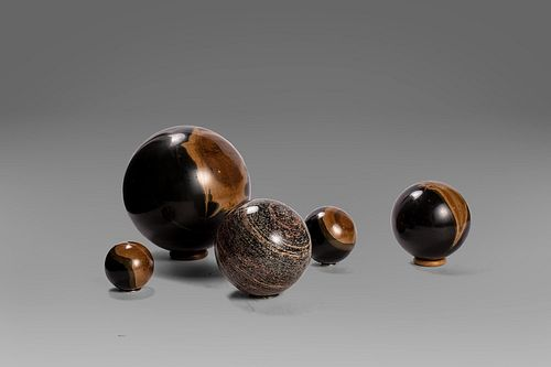 Lot of 5 marble spheres, 20th century