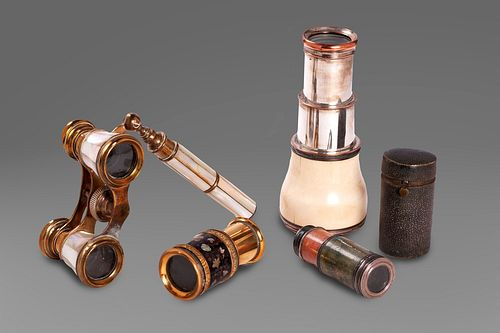 Lot of 4 theater binoculars, one in galuchat with case, one in mother-of-pearl, one in ivory, one in black enamel and mother-of-pearl inserts