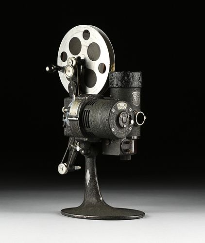 AN AMERICAN BELL & HOWELL FILMO 16MM AUTOMATIC CINE PROJECTOR CINEMACHINERY, CHICAGO, CIRCA 1930,