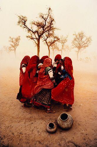 Steve McCurry (1950)  - Dust Storm, Rajastan, India, 1983