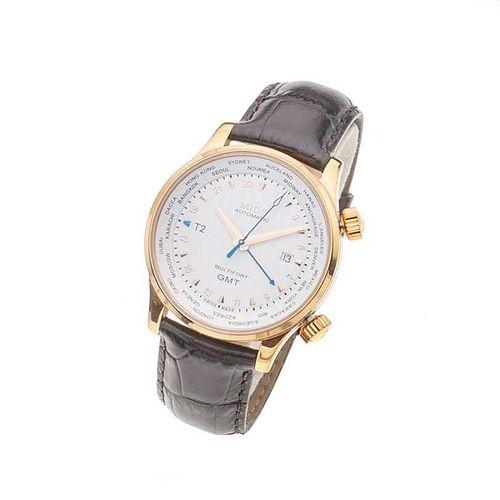 Reloj Mido GMT. Movimiento automático. Caja circular en acero dorado de 40 mm. Carátula color blanco. Correa de piel.